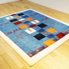 アマレ・リビングサイズ・カラフル、青色・四角形、鹿、木・使用イメージ画