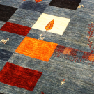 アマレ・リビングサイズ・カラフル、青色・四角形、鹿、木・アップ画