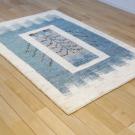 アマレ・150×102・青・生命の樹・鳥・窓・センターラグサイズ・使用イメージ画
