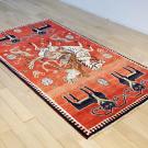 オールドギャッベ・センターサイズ・赤色・カラフル・狩猟・羊・使用イメージ画