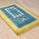 アマレ・131×83・黄色・青・孔雀・鹿・生命の樹・小花・玄関サイズ・使用イメージ画