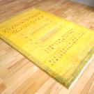アマレ・179×121・黄色・羊・窓・木・センターラグサイズ・使用イメージ画