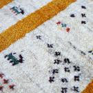 アマレ・91×62・黄色・ベージュ・原毛・窓・ヤギ・羊・花・玄関サイズ・アップ画