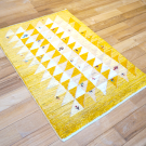 アマレ・92×62・黄色・原毛・三角・ラクダ・羊・木・玄関サイズ・使用イメージ画