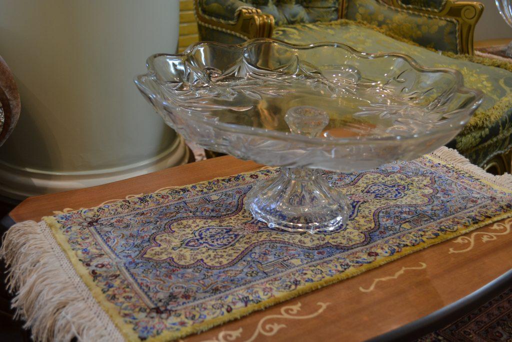 イランクムの有名工房ジャムシディ工房のミニサイズのシルク絨毯