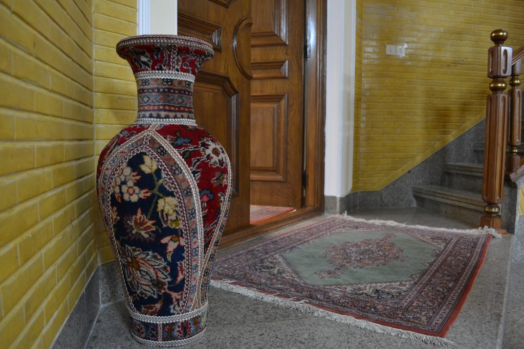 イランクムの有名工房ジャムシディ工房の部屋の入口写真