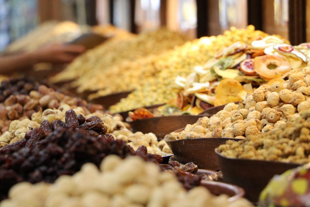 イランの首都テヘランにある、タバゾーというナッツ屋の店内