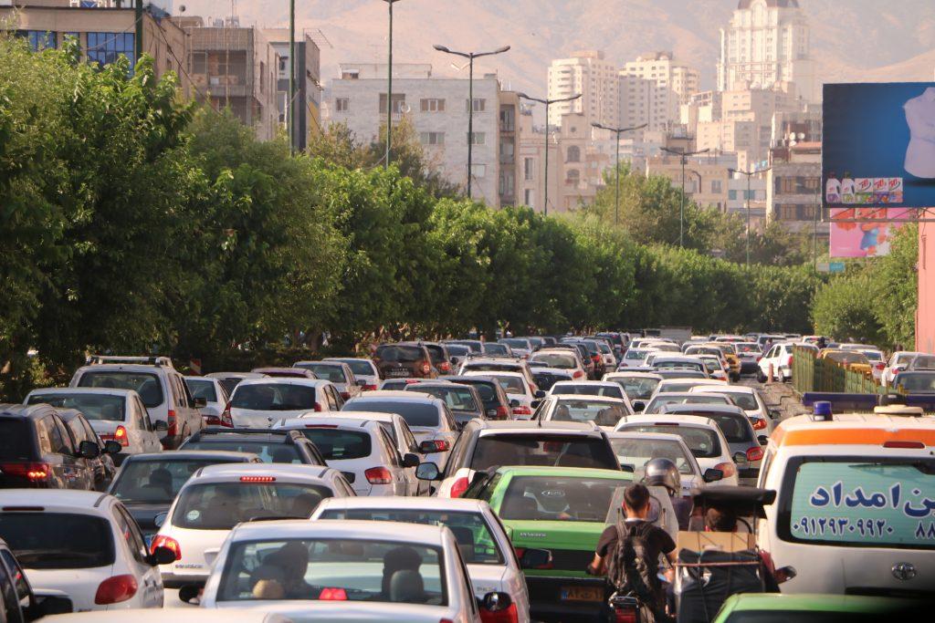 イランの首都テヘランの道路の様子