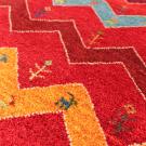 アマレ・玄関マットサイズ・赤色、ジグザグ、鹿、花・アップ画