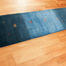 カシュクリ・青色・シンプル・廊下敷き・キッチンサイズ・使用イメージ画