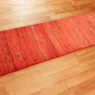 アマレ・赤色・魚・ジグザグ文様・廊下敷き・キッチンサイズ・使用イメージ画