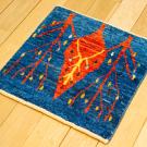 カシュクリミニ・40×40・青色・糸杉・生命の樹・赤色・ミニギャッベ・使用イメージ画
