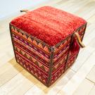 バルーチソマックボックス・赤色・カラフル・ペイカン文様・スツール・使用イメージ画