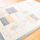 アマレ・184×122・白原毛・生命の樹・鹿・小花柄・水色・センターラグサイズ・使用イメージ画